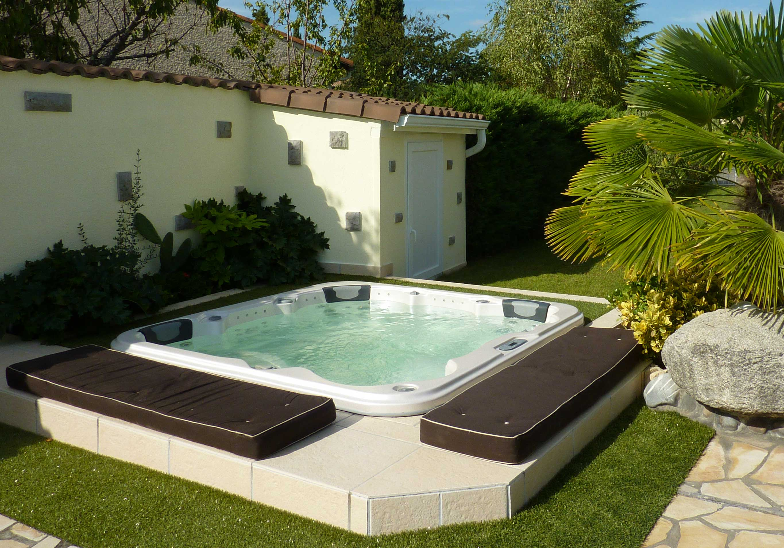 Contact pascal bruyere 966866403 for Jacuzzi grandes para exteriores